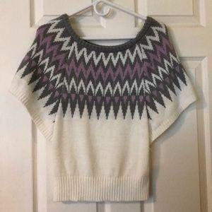 Short sleeve, crop sweater!